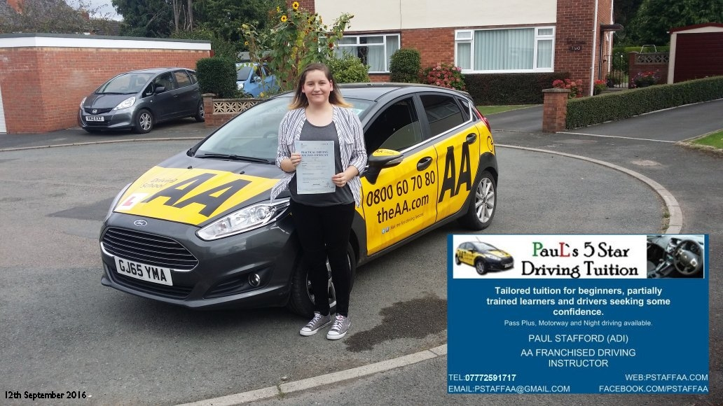 First time test pass pupil Melissa Fitzmaurice in hereford with Paul's 5 star driving tuiition